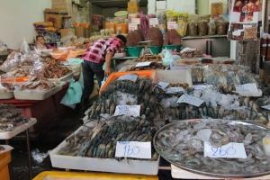 der Fischmarkt in Samut Sakhon